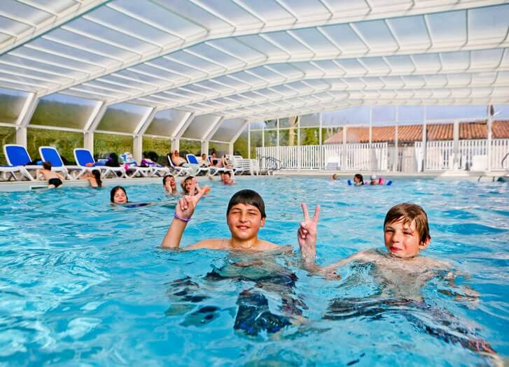 Camping ile de r avec piscine piscine couverte chauff e ile de re - Ile gonflable piscine ...