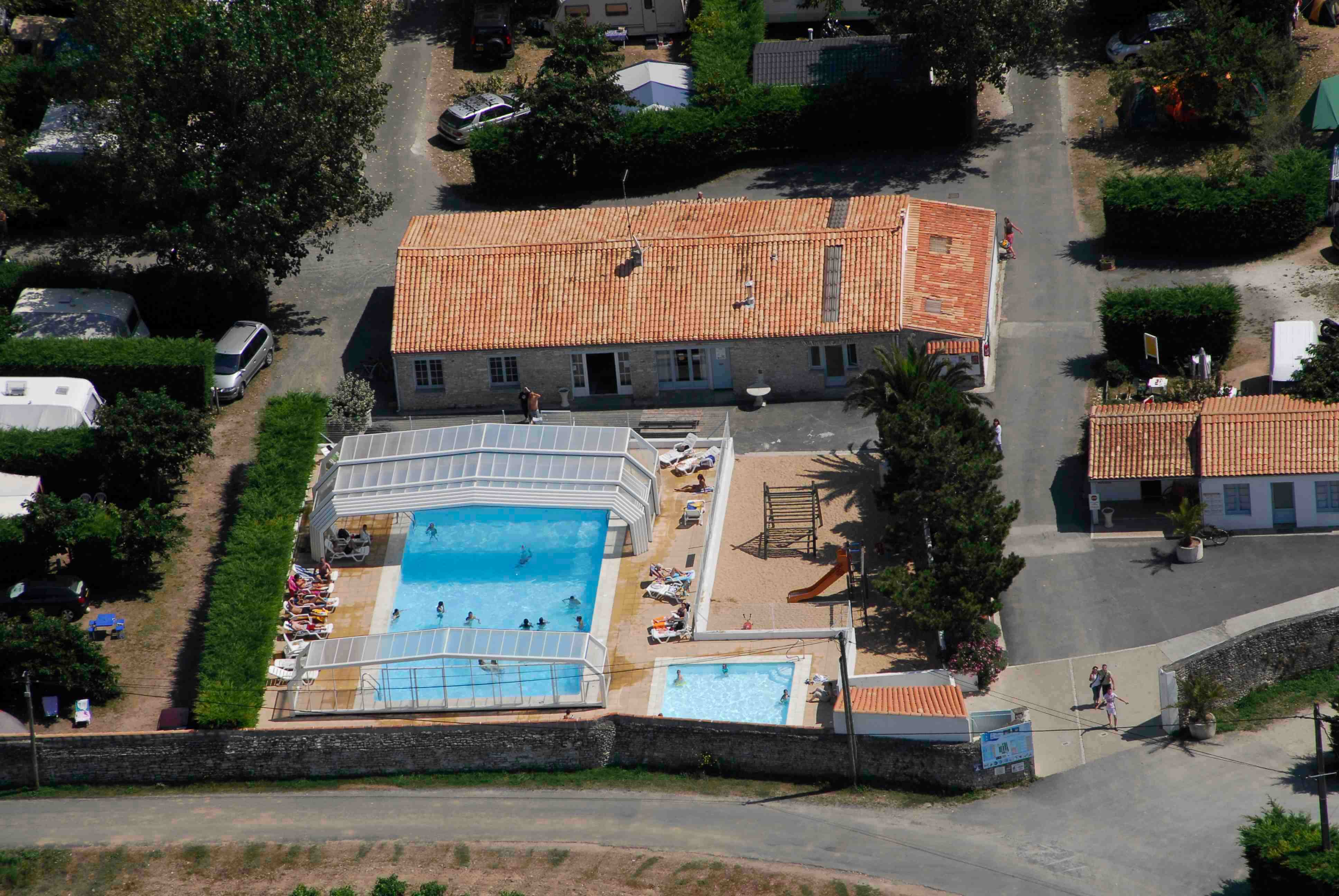 Photos piscine couverte et chauff e camping ile de r for Camping ile de re avec piscine