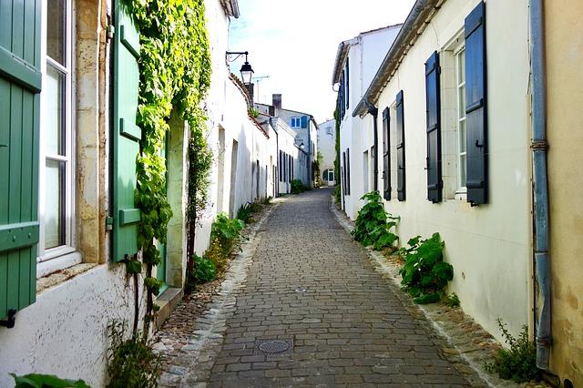 une ruelle typique a île de Ré