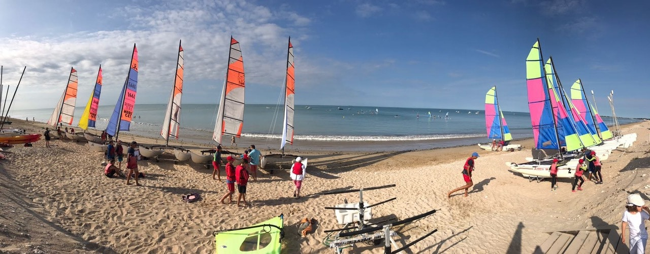 Camping catamarans sailing school