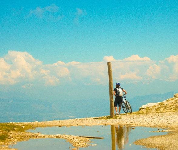 un cycliste a l'île de Ré
