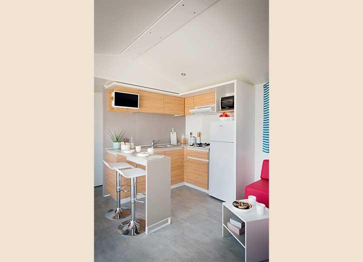 Camping luxe ile de r vacances mobil home premium luxe sur l 39 ile de r for Location luxe vacances