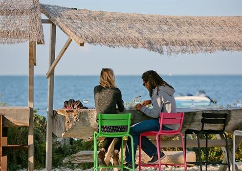 Restaurant au bord de la plage de la Couarde sur mer a l'île de Ré